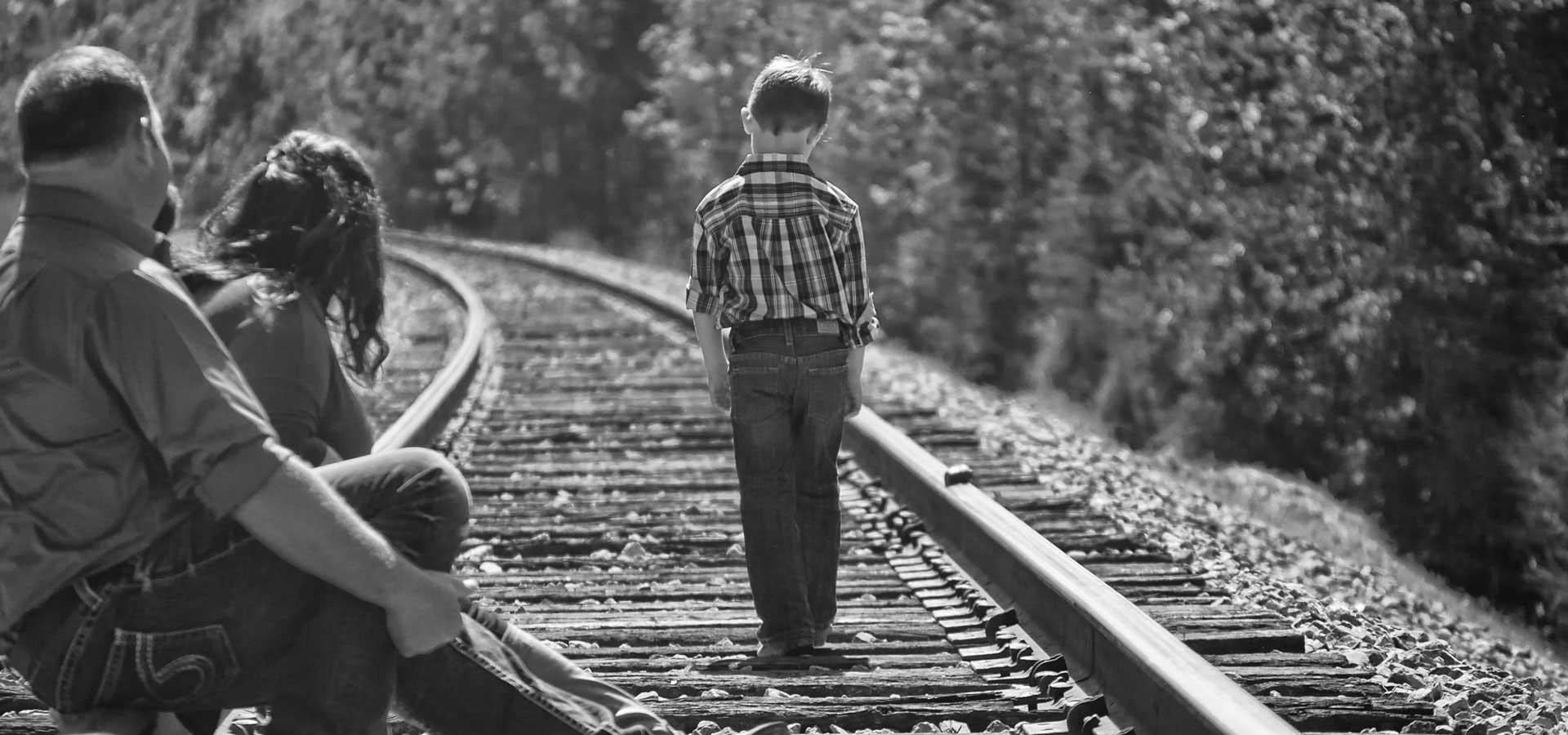 Genitori coach e il bimbo indipendente che va ad ottenere i risultati meritati